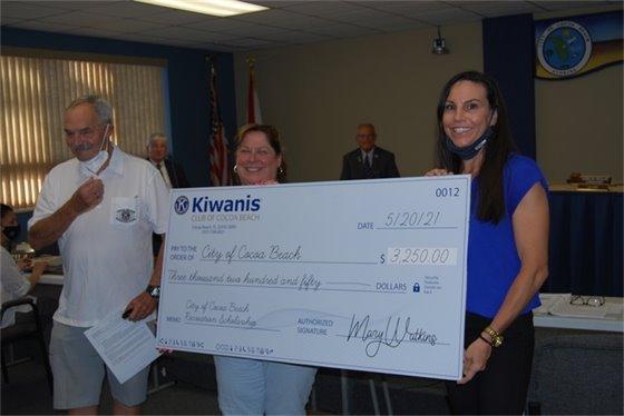 Kiwanis donates